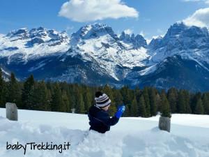 Verso Malga Ritorto coi bambini, al cospetto delle Dolomiti di Brenta