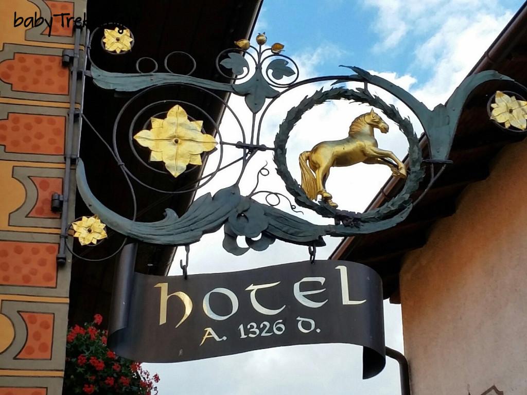 Hotel Cavallino d'Oro Castelrotto: dalla piazzetta, coccole per tutta la famiglia