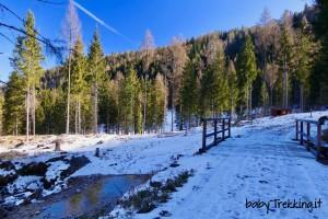 Laghetto del Vach, divertimento per bambini tra la neve della Val di Zoldo