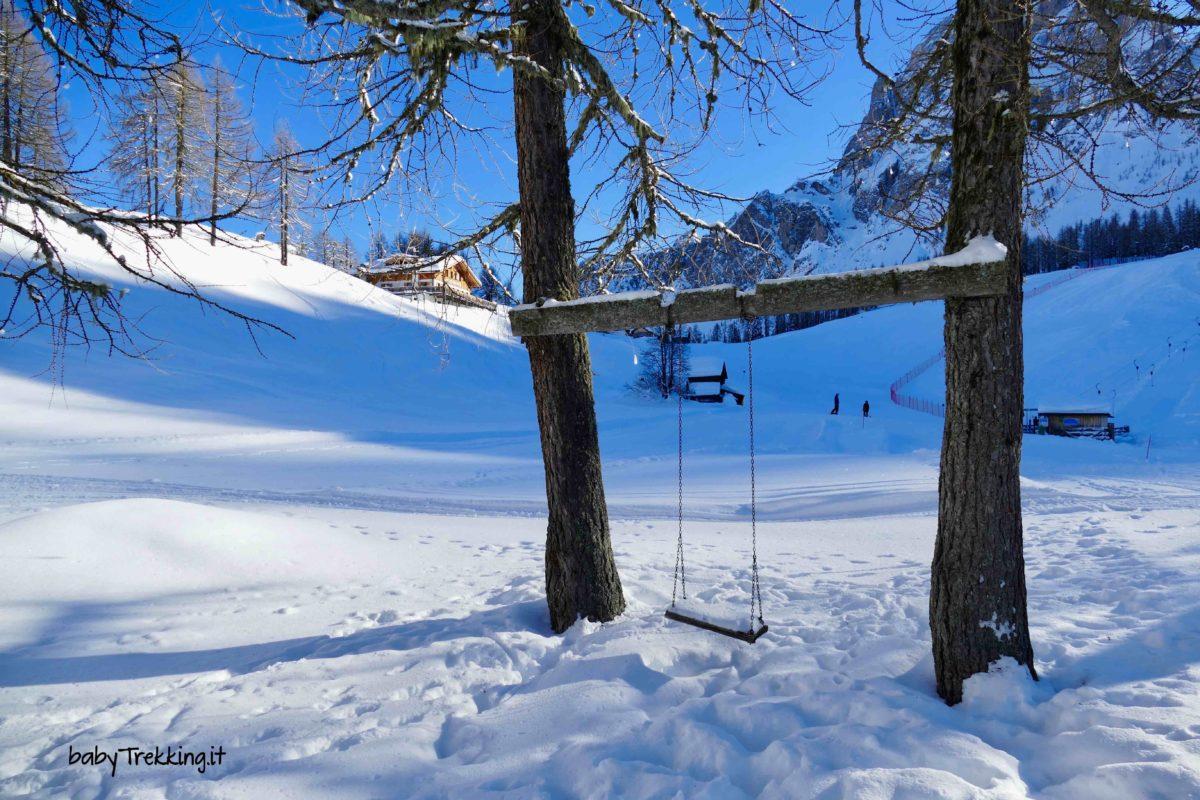 Ai Prati di Croda Rossa in inverno tra renne, slittino e pupazzi di neve