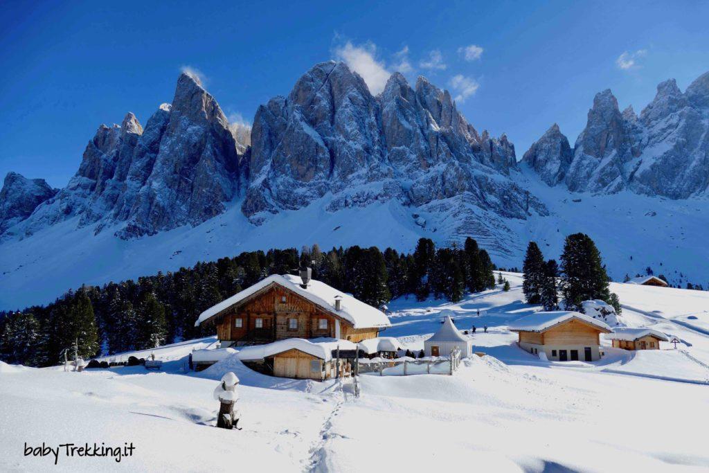 Malga Geisleralm con la neve: in Val di Funes con ciaspole e slittino