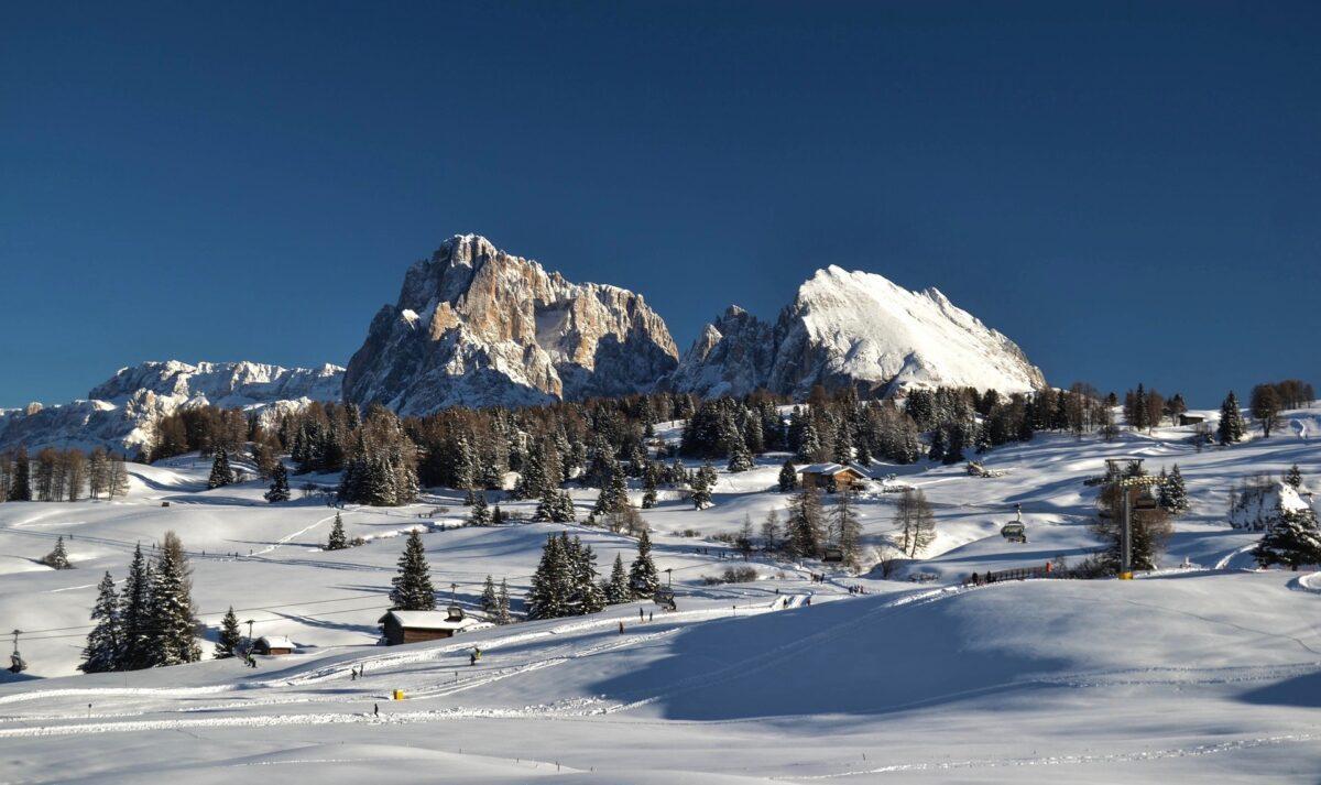 Bullaccia, Rifugio Arnika Hütte e panca delle streghe: Alpe di Siusi in inverno