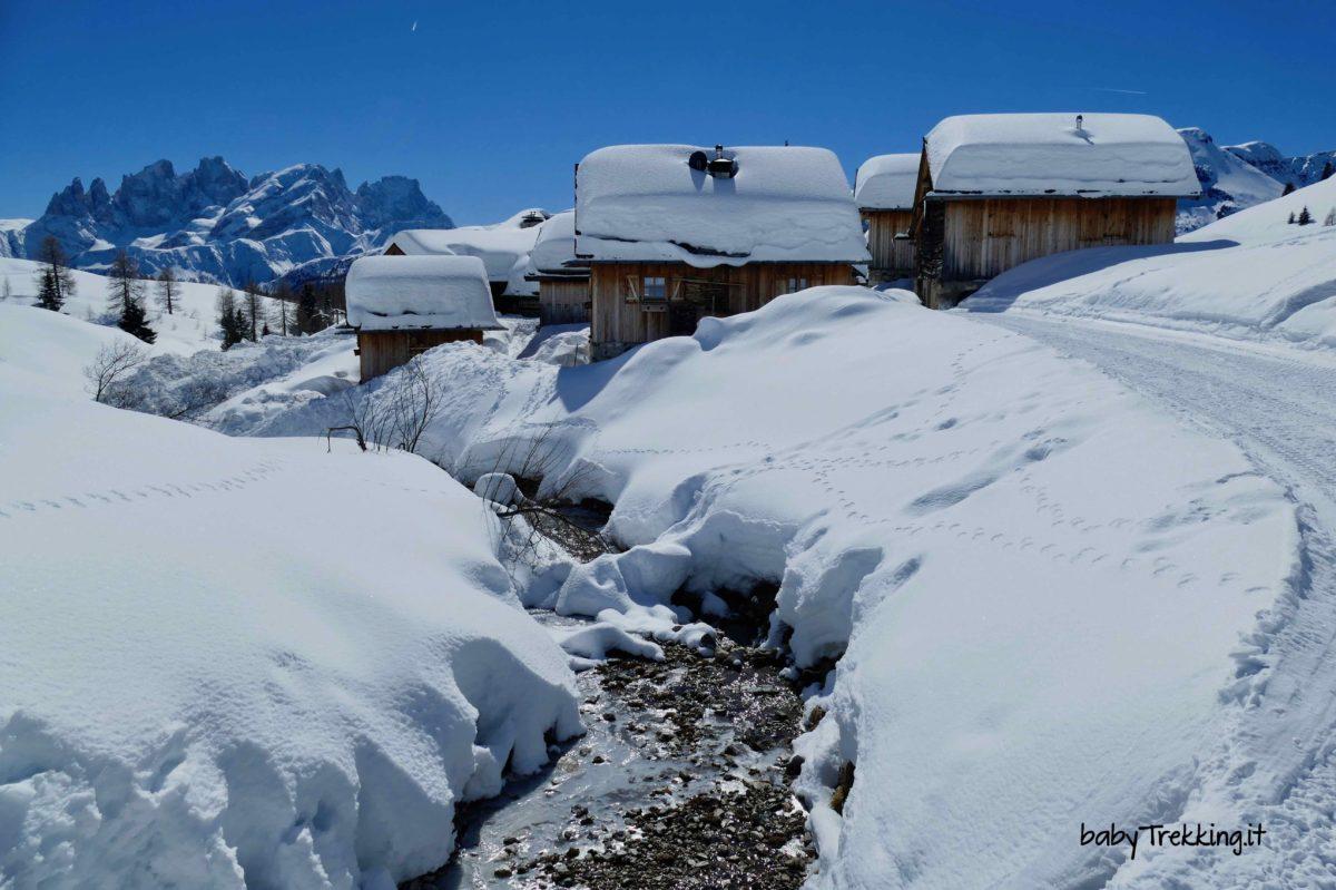 Rifugio Fuciade con le ciaspole, favola bianca in Val di Fassa