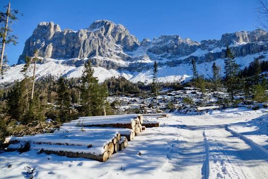 Da Passo Nigra a Messnerjoch: si sale con le ciaspole, si scende in slittino!