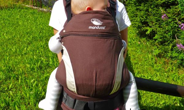 Marsupi, fasce, zaini: portare i bambini in montagna