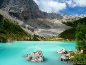 Lago sorapis e rifugio vandelli coi bambini nella valle for Piccoli piani di baite
