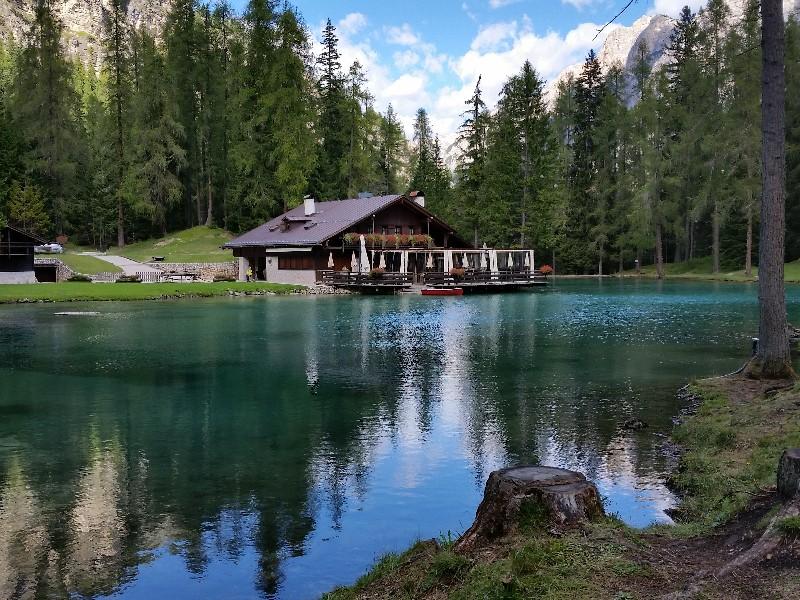 Lago Ghedina coi bambini, a Cortina tra boschi e paesaggi da fiaba