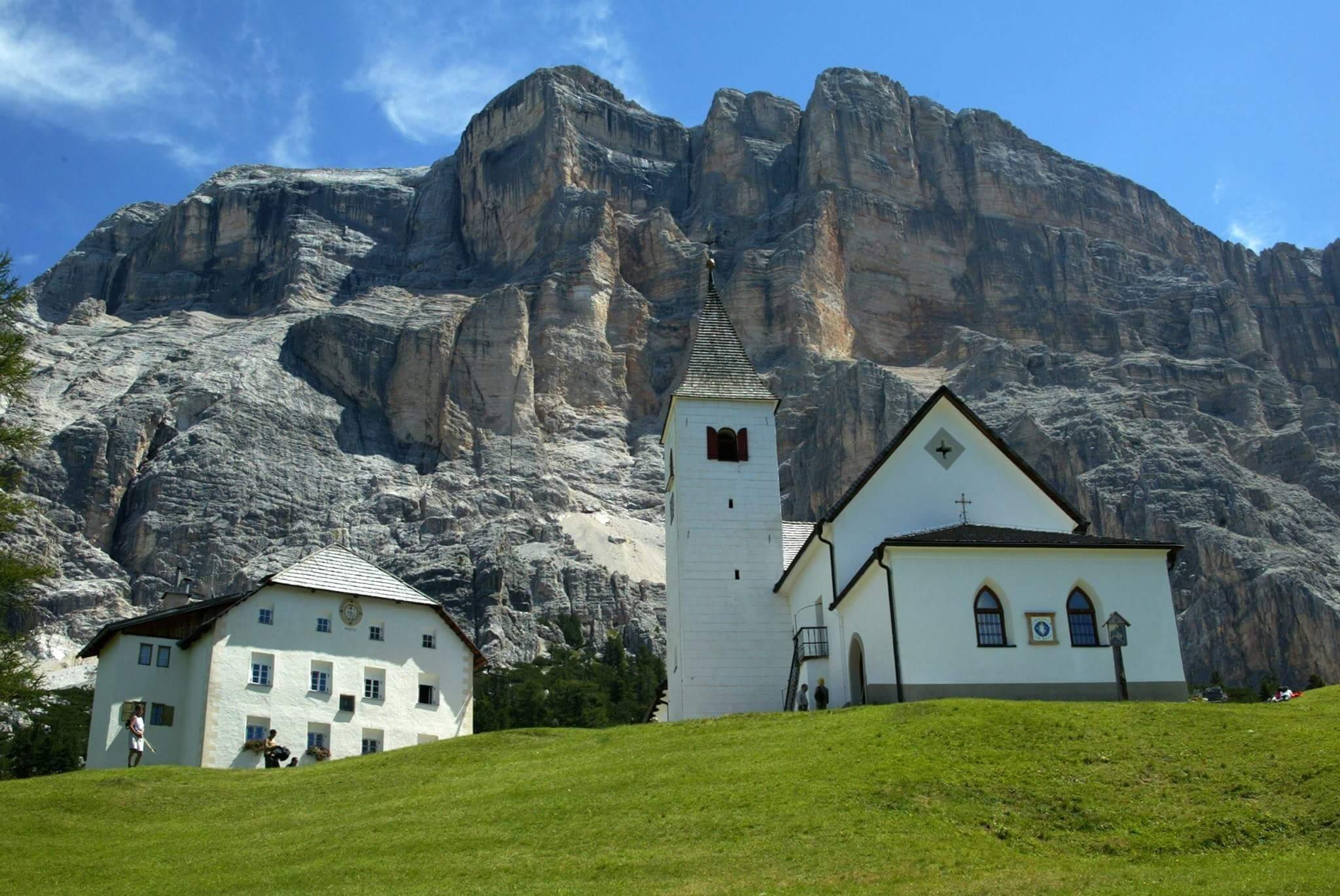 Rifugio la crusc e grotta della neve coi bambini in alta for Rifugio in baita di montagna