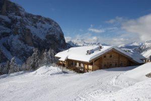 Alleghe, una perfetta vacanza invernale per famiglie sulle Dolomiti